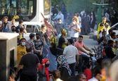تجمع خطرناک هواداران پرسپولیس و سپاهان +عکس