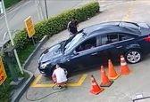 سرقت باورنکردنی کیف پول و موبایل از داخل خودرو+فیلم