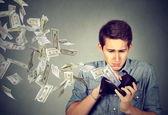 با این اشتباهات پول هایتان را هدر می دهید!