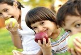 فرزندتان میوه نمی خورند بخوانید