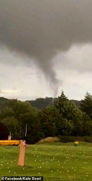 گردباد وحشتناک، روستایی در انگلیس را ویران کرد +عکس